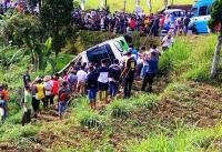 Minibus di Magetan yang Terguling Angkut Rombongan Wisata TK Asal Ngawi