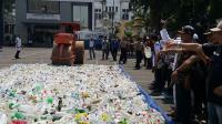 21 Ribu Botol Miras Oplosan Dimusnahkan Pasca Tewasnya 3 Warga Surabaya