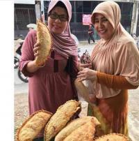 Pastel 'Raksasa' Jadi Viral, Netizen: Menu Buat Buka Sampai Sahur Lagi!