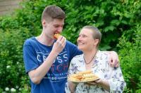 Selama 15 Tahun, Remaja Ini Hanya Bisa Makan Roti Isi Sosis