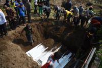 Usai Diidentifikasi, 3 Jenazah Terakhir Bomber di Surabaya Dimakamkan