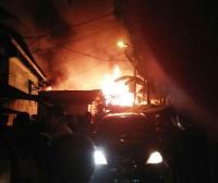 Kawasan Padat Penduduk di Bidaracina Kebakaran, 13 Damkar Diterjunkan