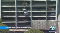 Honda Civic Menggantung di Gedung Parkiran Tinggi