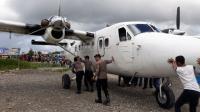 Ditembaki KKSB, Kopilot Pesawat D'Monim Air Terluka