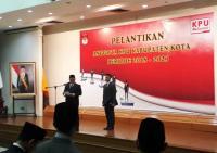 KPU Resmi Lantik 130 Anggota untuk Bertugas di Kabupaten Kota