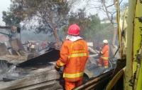 Bangunan Semi Permanen Terbakar di Kedoya, 18 Mobil Damkar Padamkan Api