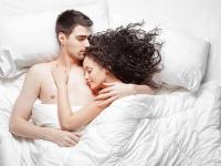 Cuaca Lagi Bikin Gerah, Ini 6 Tips agar Seks Tetap Nikmat!