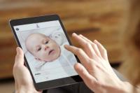 Hobi Unggah Foto Anak ke Medsos? Pikir Dua Kali Mulai Sekarang