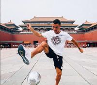 Tak Hanya di Italia, Cristiano Ronaldo Juga Diburu Fans di China