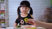 Gemasnya Bocah Ini Makan Pare, Bilang 'Yummy' dengan Muka Maksa!
