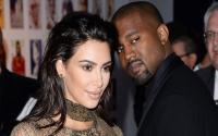 Pakai Sandal Kekecilan ke Pesta Pernikahan, Kanye West Panen Kritikan di Medsos