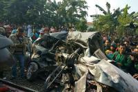 Kronologi Tabrakan Mobil dengan Kereta Bangun Karta di Bekasi