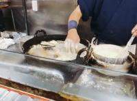 Koki di Jepang Ini Santai Masak Tempura di Minyak Panas dengan Tangan Telanjang!