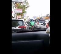 Viral Aksi <i>Driver</i> Ojek <i>Online</i> Bantu Ambulans Lewati Kemacetan