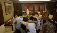 Terbebas dari Penyanderaan Abu Sayyaf, Kemenlu Serahkan 3 Nelayan Indonesia ke Keluarga