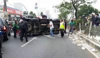Antar Pulang Napi Teroris, Mobil Tahanan Densus 88 Terguling di Depok