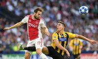 Skor Kacamata Hiasi Babak Pertama Laga Ajax vs Athena