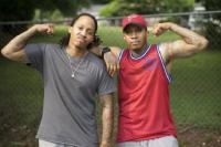 Kompak, Kembar Identik Ini Lakukan Operasi Transgender Bersama