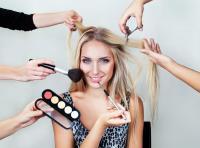 Tips Tampil Segar dengan Riasan dan Lipstik Pink