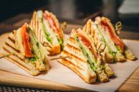 Makan Malam Pakai Sandwich ala Kafe di Rumah, Kenapa Tidak?