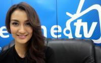 Jenguk Ratna Sarumpaet, Atiqah Hasiholan Hindari Awak Media