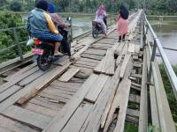 Jembatan Penghubung 6 Desa di Bungo Rusak Parah, Tak Pernah Ada Perbaikan