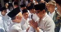 Bersama Gus Sholah, Prabowo-Sandi Ziarah ke Makam Gus Dur