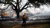 Kebakaran California: Petugas Berjibaku Jinakkan Api, Jumlah Korban Tewas Bertambah