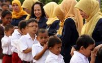 Bahas Sistem Zonasi, Mendikbud: Jumlah Guru PNS di Kota Kelebihan