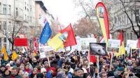 """Buruh Hongaria Gelar Demonstrasi Massal Protes Pengesahan """"Undang-Undang Perbudakan"""""""