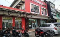 Situasi Lokasi Pengeroyokan TNI, Pria Berambut Cepak Terlihat Awasi Toko Arundina