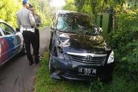 <i>Nyetir</i> Sambil 'Main' HP, PNS Tabrak Pemotor hingga Tewas