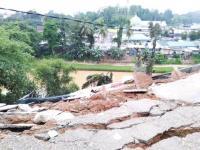 Diduga Tak Sesuai Konstruksi, 9 Ruko di Merangin Jambi Roboh ke Sungai