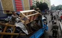 Satpol PP-PKL Tanah Abang Ricuh, 3 Orang Diduga Provokator Diamankan
