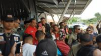 Kunjungan Kerja Naik Kereta, Jokowi Sempatkan Sapa Warga di Stasiun Rancaekek