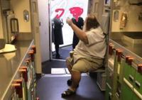 Penumpang EVA Air Paksa Pramugari Bersihkan Pantatnya Setelah Buang Air