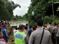 Perahu Terbalik dan Hanyut di Sungai Ciujung Serang, 18 Selamat dan 2 Hilang