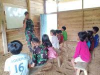 Cerita Babinsa Mengajar Anak Putus Sekolah di Pegunungan Polewali Mandar