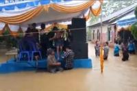Viral Video Warga Tetap Dangdutan di Tengah Genangan Banjir