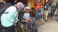 Pria Penyandang Disabilitas Rela Nginap di Mako Brimob demi Sambut Kebebasan Ahok