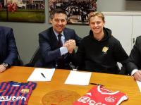 Demi Barcelona, De Jong Akui Tolak Tawaran dari PSG dan Man City