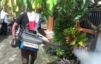 Caleg Perindo Disambut Antusias Warga saat <i>Fogging</i> di Makassar