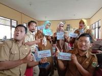 6 Guru Honorer Dipecat Gara-Cara Viral Pose Dengan Tulisan Paslon Capres