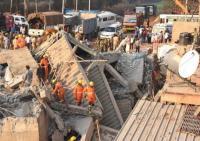 Seorang Pria di India Berhasil Diselamatkan Setelah 62 Jam Terkubur di Bawah Puing Bangunan