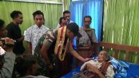 TNI Bedah Rumah Penyandang Tuna Netra yang Usianya Sudah 120 Tahun
