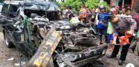 Mobil Tabrak Truk Parkir, 1 Keluarga Tewas Mengenaskan