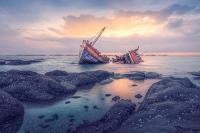 Kapal Fery Bermuatan 60 Santri Wanita Tenggelam