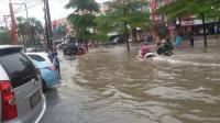 Permukiman Warga di Rawalumbu Terendam Banjir Setinggi Paha