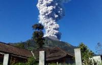 Gunung Merapi Muntahkan Awan Panas Berkali-kali