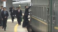 Pengawal Korut Terekam Kamera Sibuk Mengelap Kereta Saat Kim Jong-un Tiba di Rusia